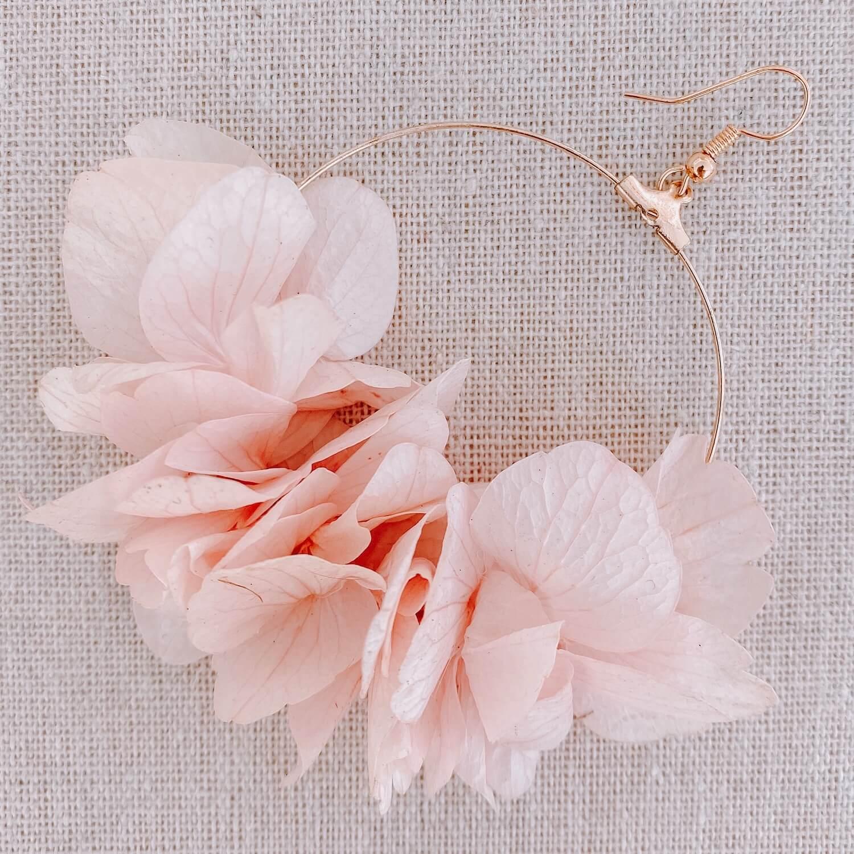 Boucles Cayo Guilermo - boucles d oreilles en vraies fleurs Cénélia Martinique