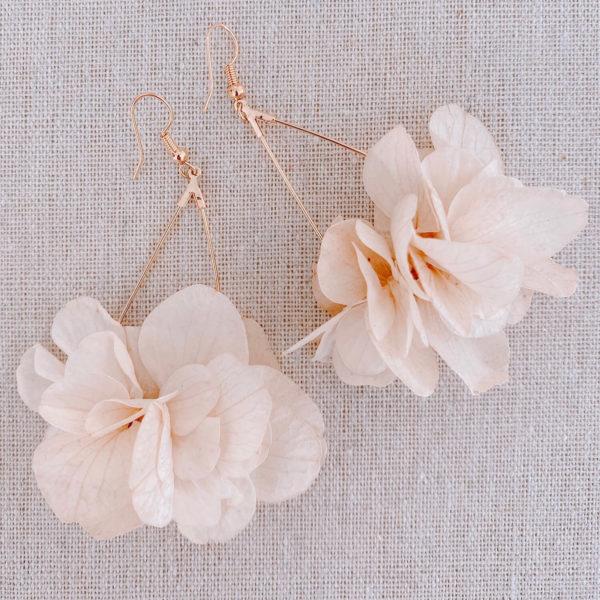 Boucles Grenade - boucles d oreilles hortensia fleurs naturelles Cénélia Martinique