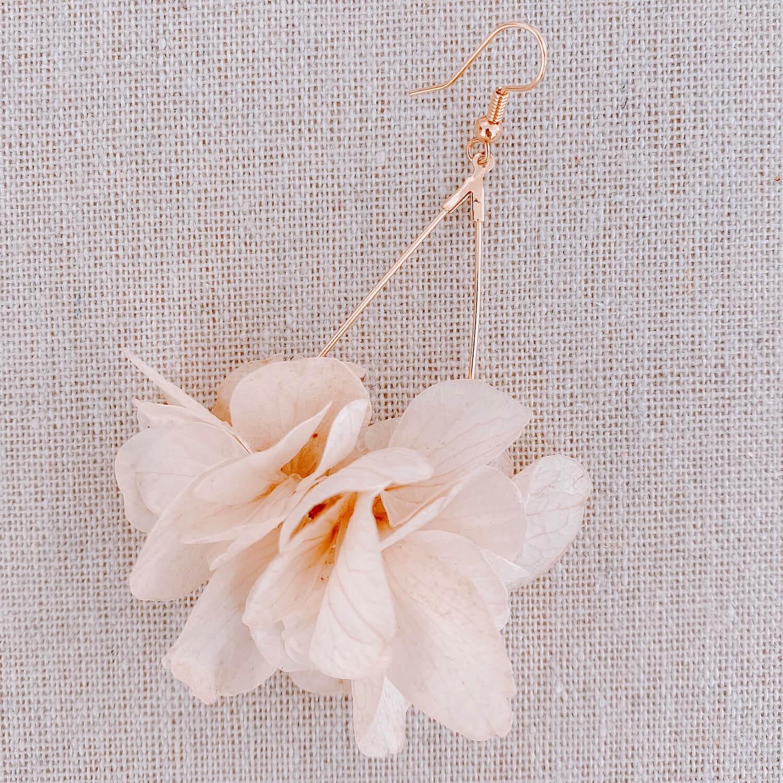 Boucles Grenade - boucles d oreilles hortensia vraies fleurs Cénélia Martinique