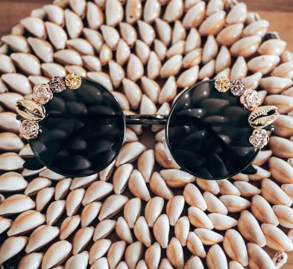 Lunettes de soleil originales - Lunettes de soleil noir et doré Chloé - Cénélia