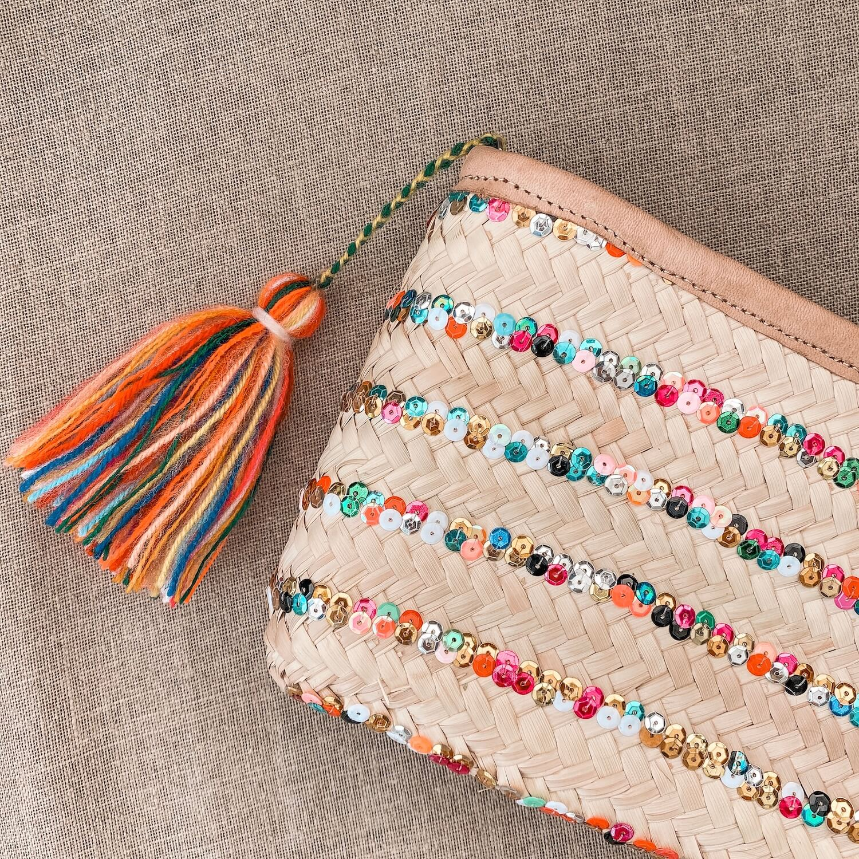 Pochette bohème - Pochette naturelle sequins pompon multicolores en palmier tressé - Cénélia