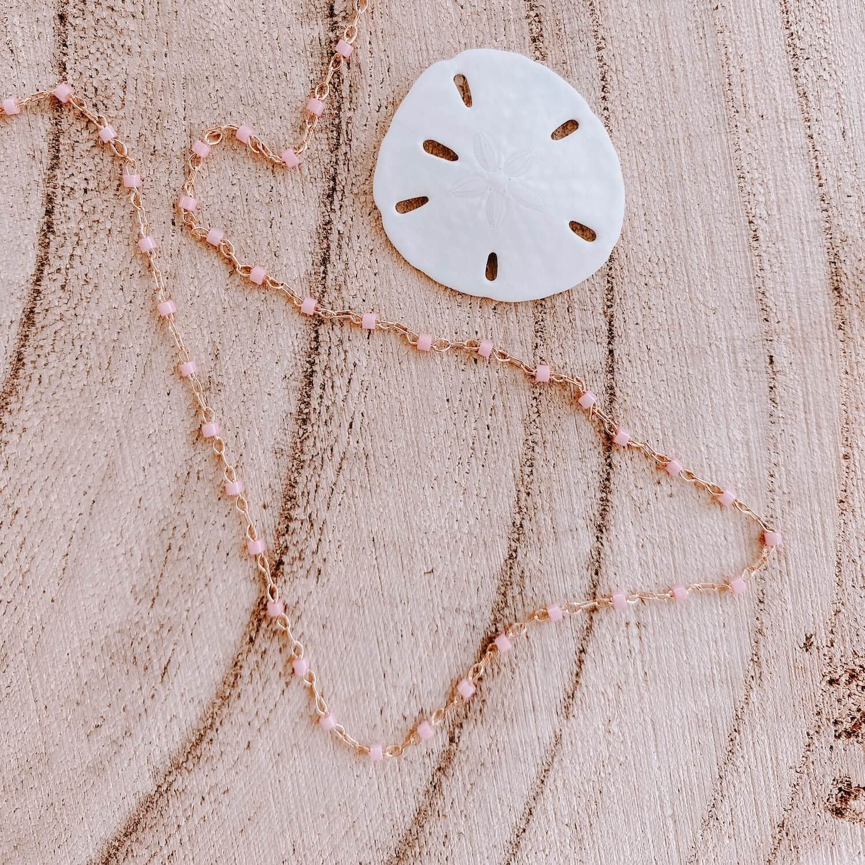 Sautoir Jana - Collier perles roses long fin femme Martinique - Cénélia.jpg