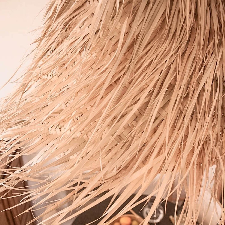 Suspension conique en feuilles de palmier tressées - Boutique de décoration Martinique Cénélia