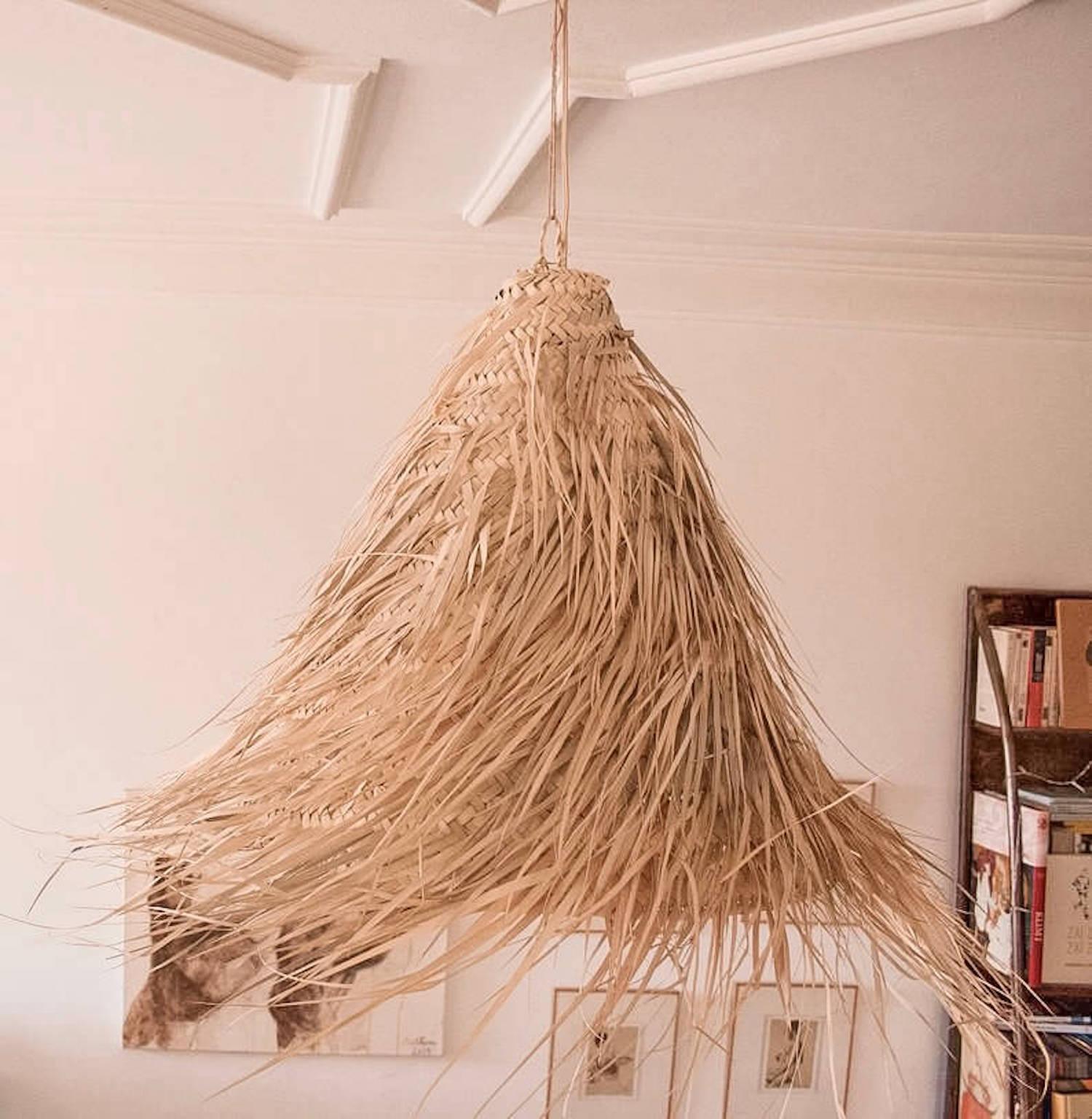 Suspension conique en feuilles de palmier tressées - Boutique décoration Martinique Cénélia