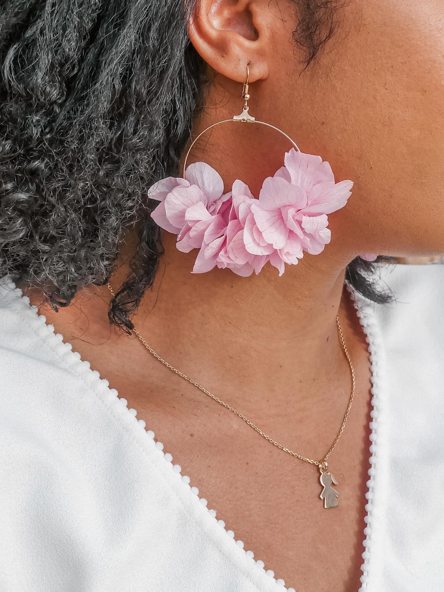 bijoux tendance femme Martinique - boucles d oreilles vraies fleurs Cénélia