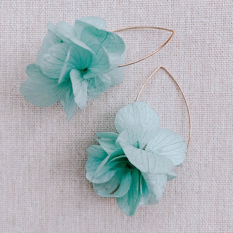boucles Hispaniola - boucles d oreilles fleurs naturelles Cénélia Martinique