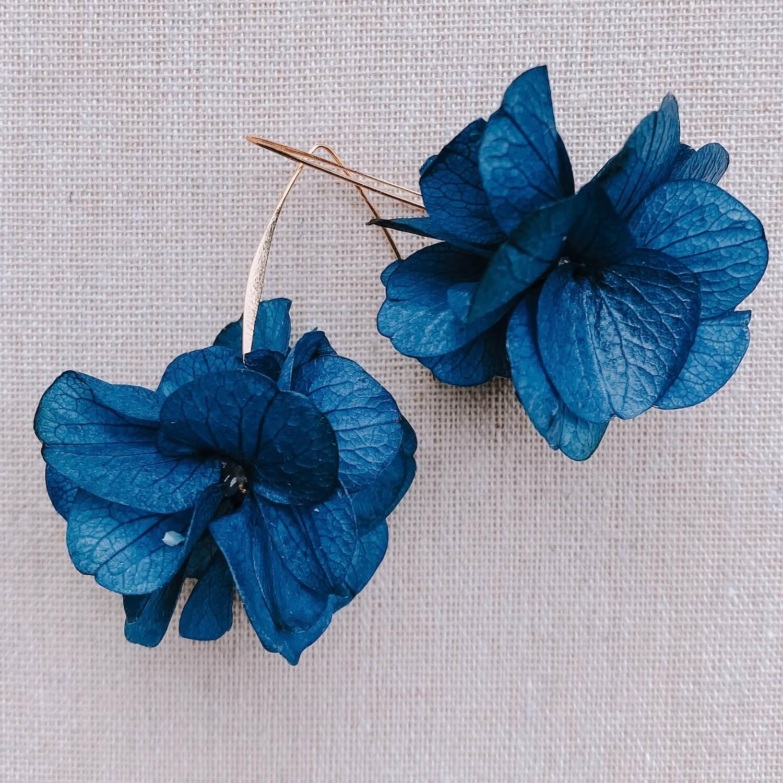 boucles Niévès - boucles d oreille en fleurs naturelles - Cénélia Martinique