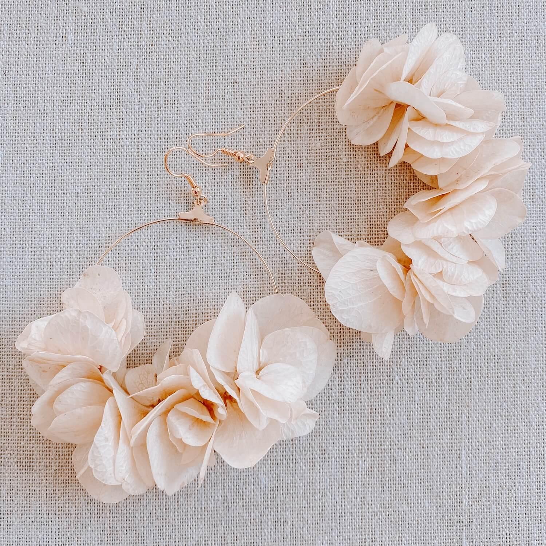 boucles Paradise Island - boucles d oreilles fleurs hortensia naturel Cénélia Martinique