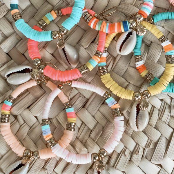 boucles d'oreilles perles heishi Cénélia | boucle d'oreilles plage colorées