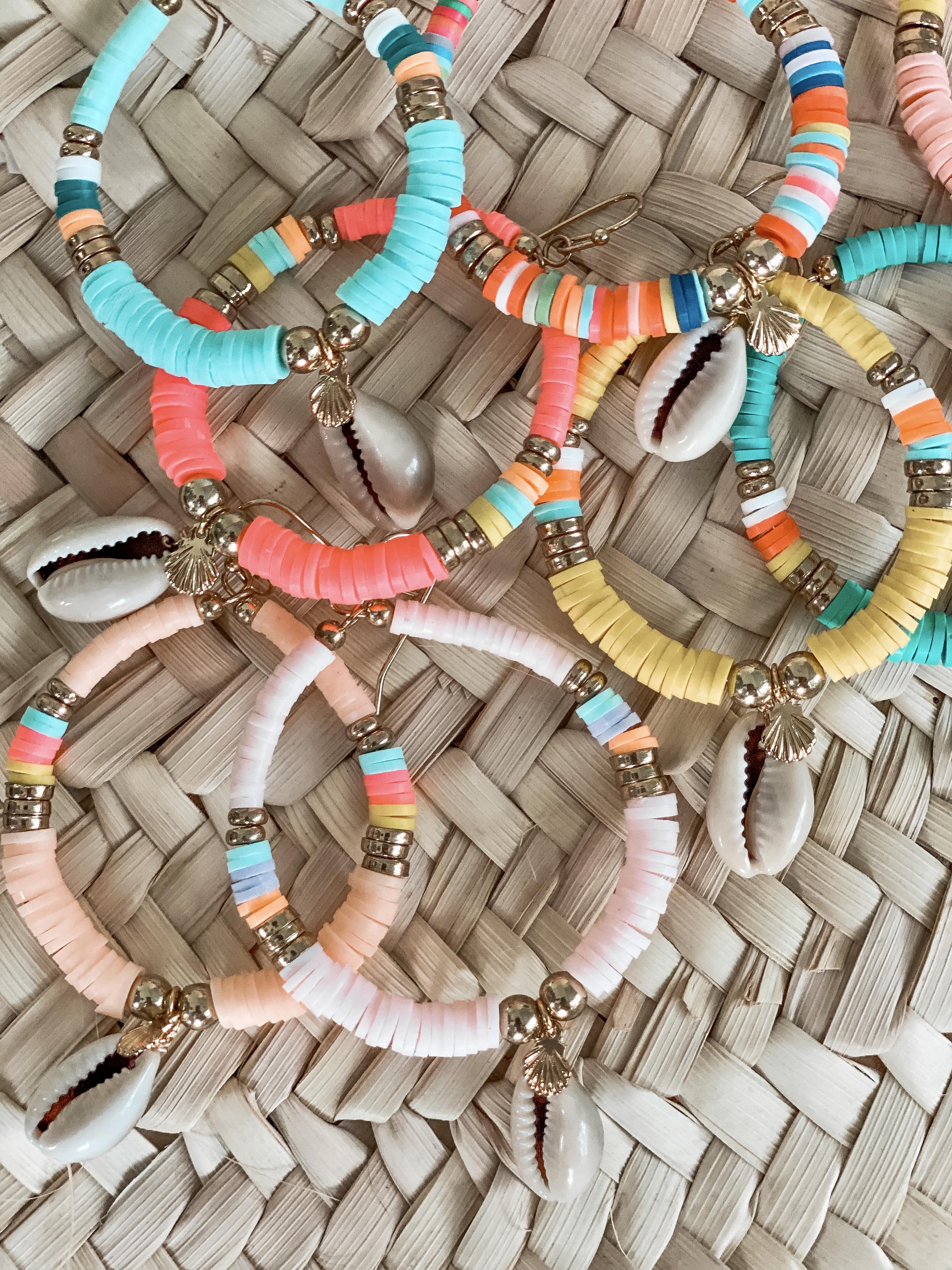 boucles d'oreilles perles heishi Cénélia   boucle d'oreilles plage colorées