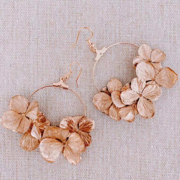boucles sandy spit - boucles d oreille en fleurs hortensia doré Cénélia Martinique