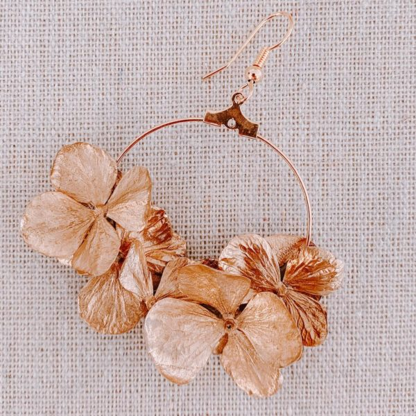 boucles sandy spit - boucles d oreille en fleurs hortensia doré - Cénélia Martinique