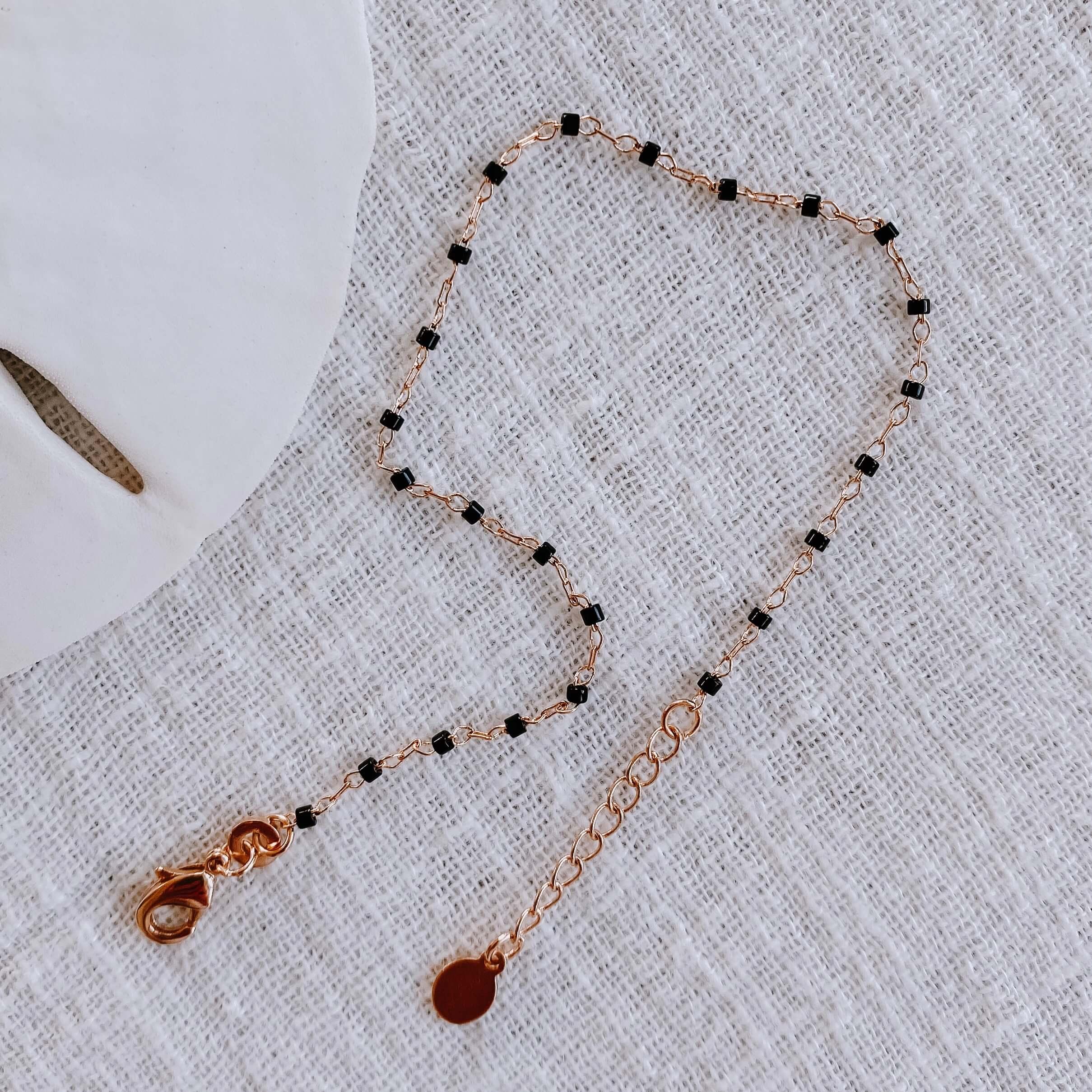 bracelet petites perles miyuki - bracelet perles noires Cénélia - Jana