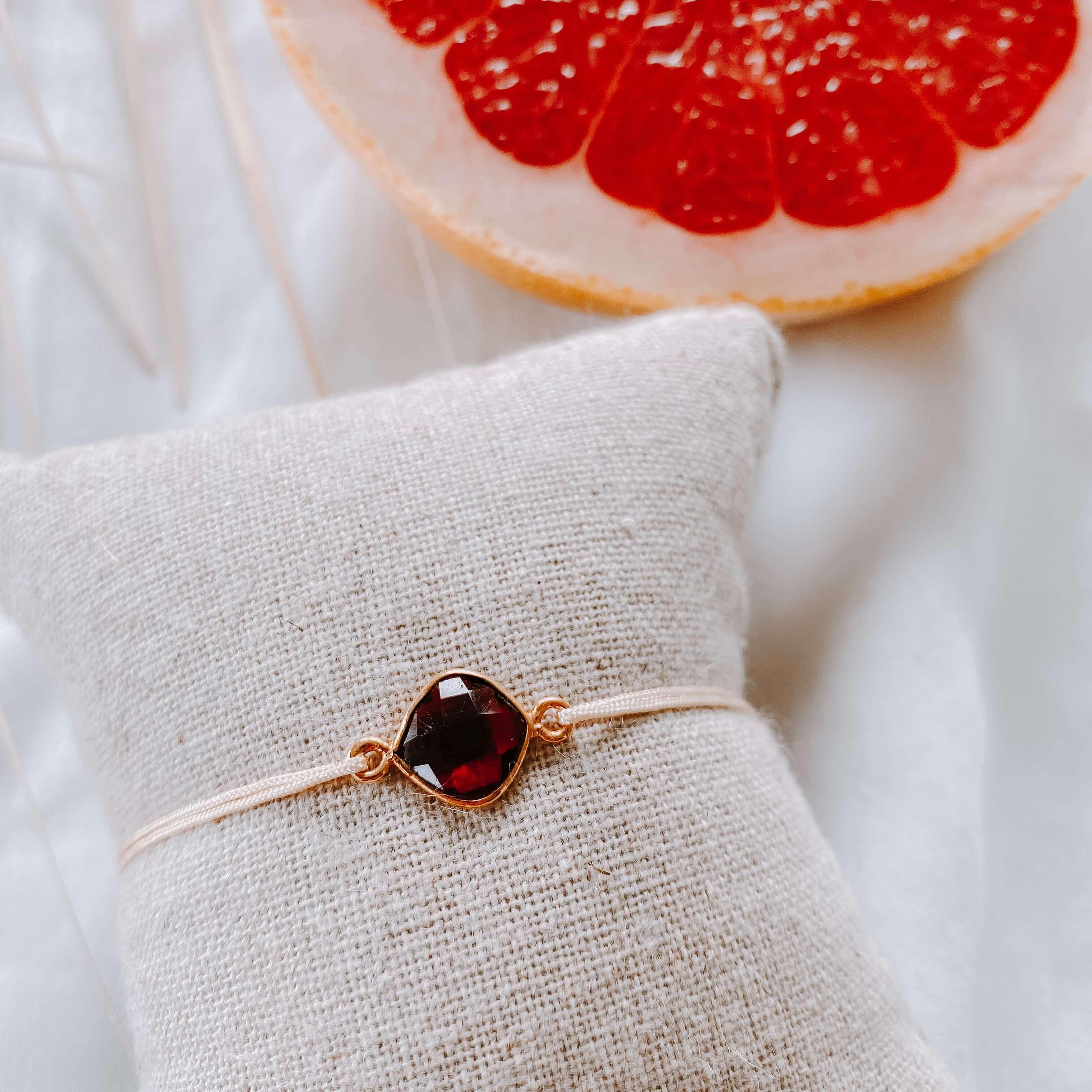 bracelet pierre sur cordon - grenat - Cénélia
