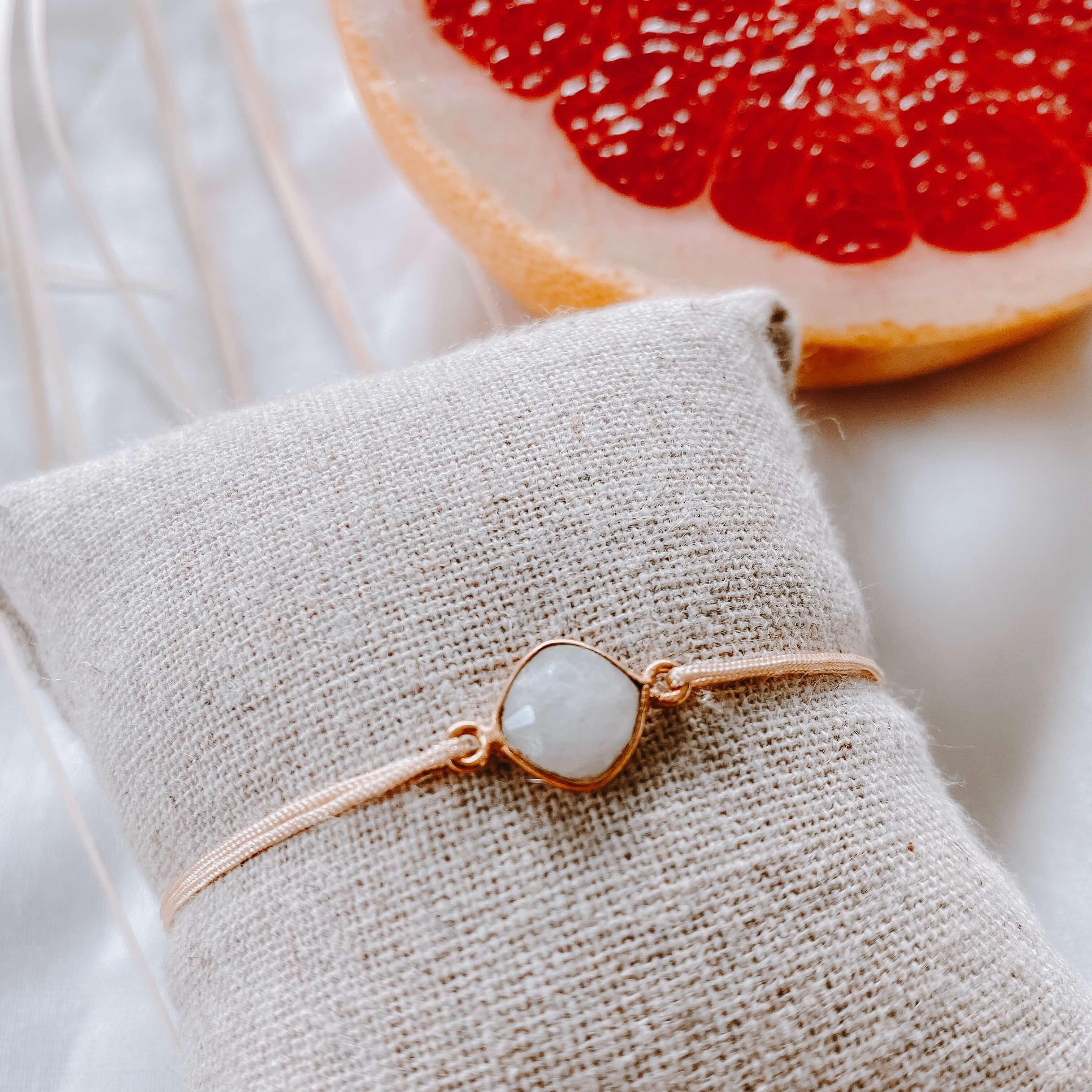 bracelet pierre sur cordon - pierre de lune - Cénélia
