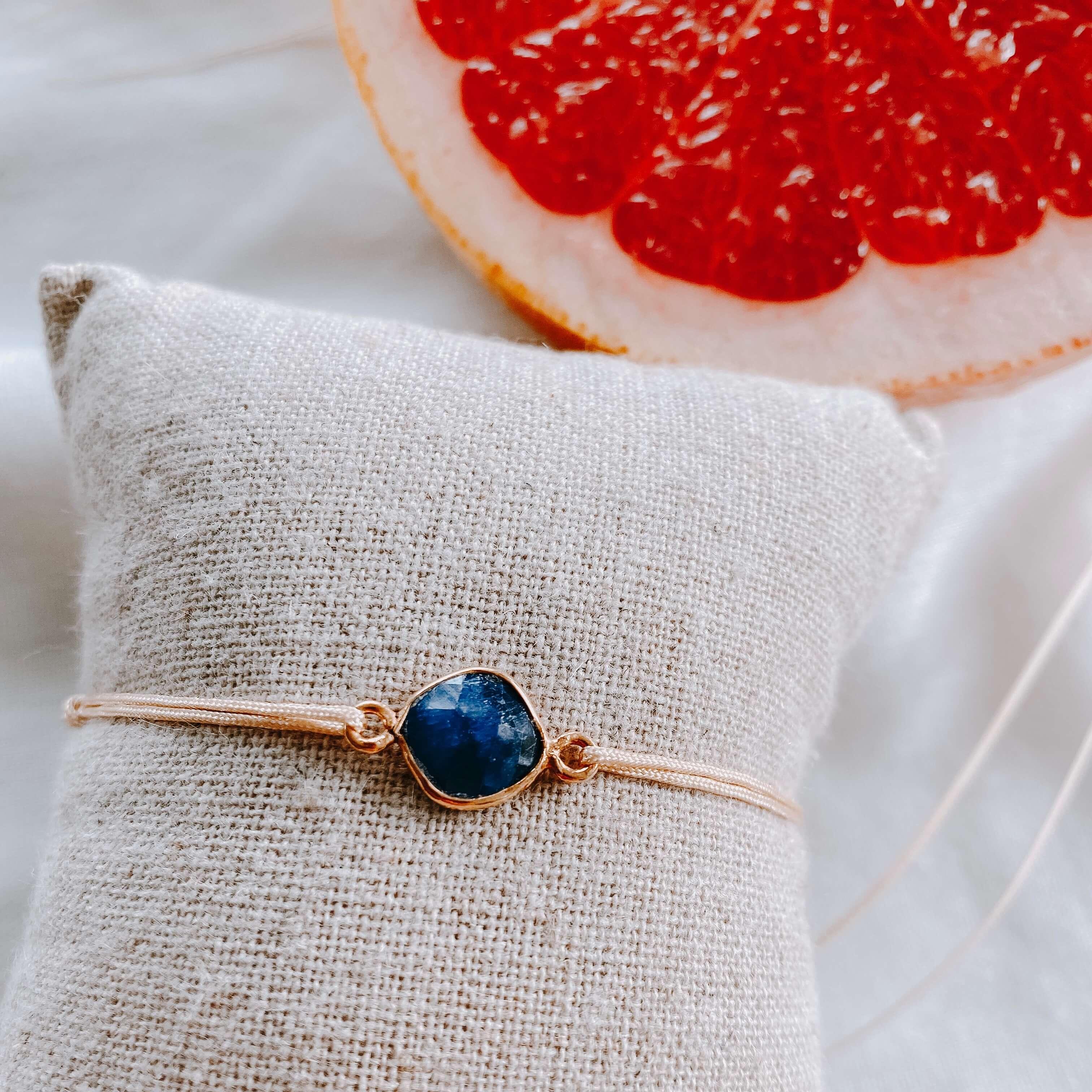 bracelet pierre sur cordon - quartz saphir - Cénélia
